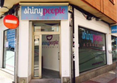 shinyPeople-fachada